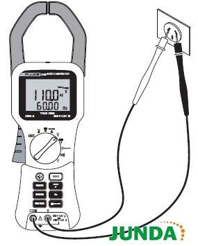 3. 将探针接触电路测试点,测量电压.    4. 查看显示屏上的读数.