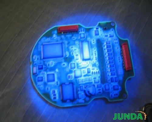 黑光灯检测线路板防水胶涂覆效果